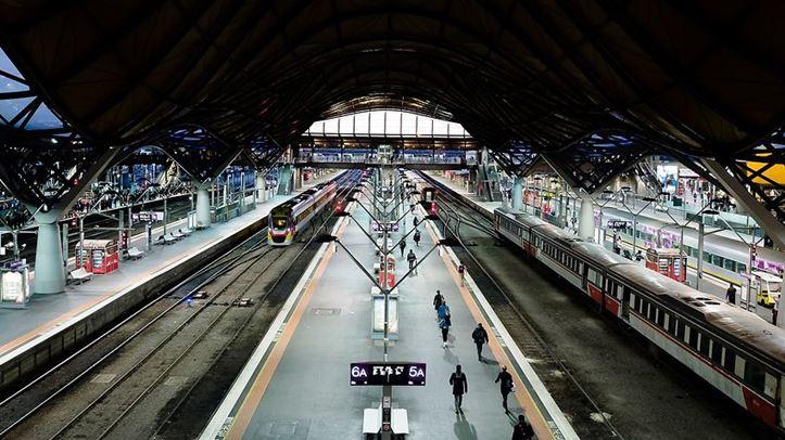 Doslink Migration & Investment - Melbourne se co them 6 nha ga xe lua moi-Tuyen duong sat Suburban Rail